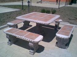 ART. TA-01+PA-01 tavolo quadrato eff. pietra con 4 panche rette