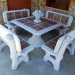 tavolo-quadrato-con-panche-con-spalliera